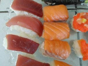 nigiri sushi tonijn en zalm
